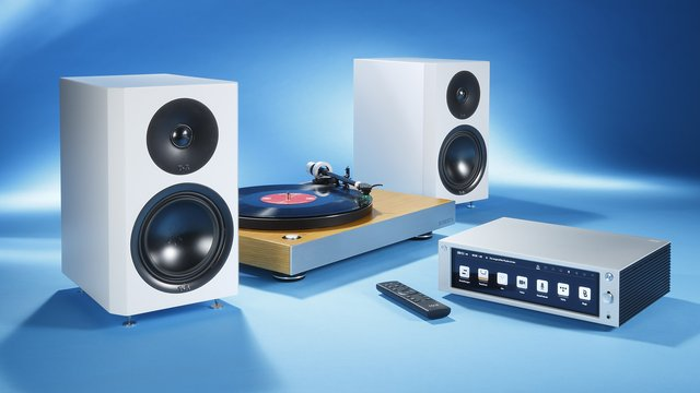 """""""Sounds Clever""""-Anlage in Aktion: Roberts RT 200; Rose RS 201 inkl. Fernbedienung; T+A Pulsar 21 R"""